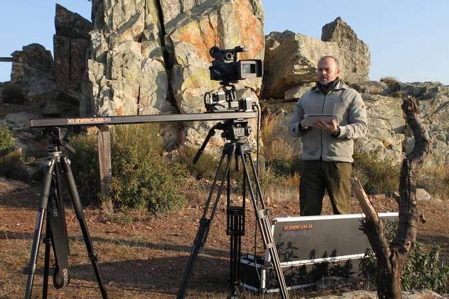 Arturo Menor, director de WildMed, durante un rodaje en exteriores.