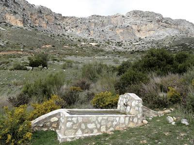 Este pilón-abrevadero construido en el Parque Natural Desfiladero de los Gaitanes (Málaga) beneficiará a los anfibios. Foto: Autores.