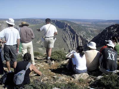 Participantes en un curso de geología práctica de la Universidad de Verano de Teruel (foto: José Luis Simón).
