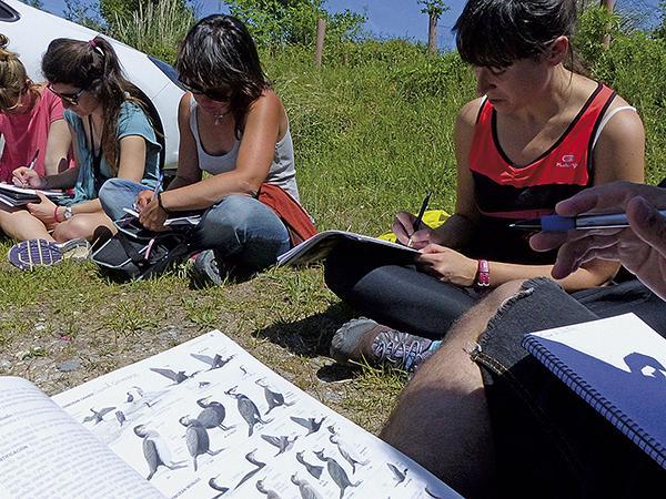 Alumnas de un curso para formar a guías de ecoturismo, impartido por la escuela 'al-Natural', colaboradora de Quercus.