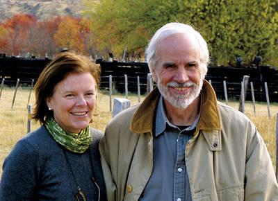 Douglas Tompkins y su mujer, Kristine McDivitt, en Valle Chacabuco, en la Patagonia chilena (foto: CLT).