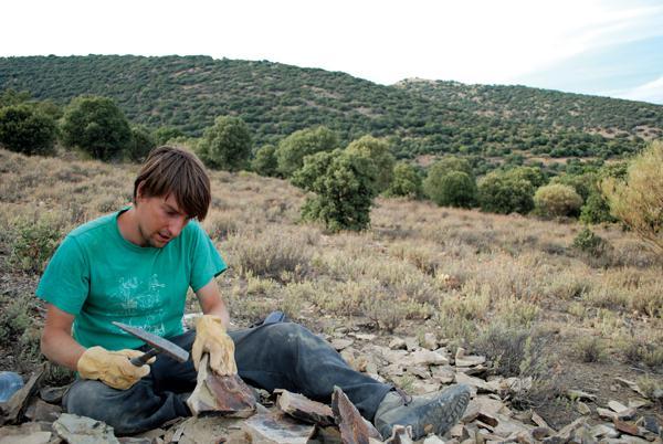 Samuel Zamora buscando fósiles del Cámbrico en el yacimiento de Purujosa (Zaragoza). Foto: Diana Ramón.