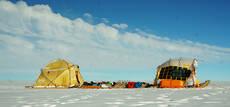 El Trineo del Viento, con sus doce metros de longitud, en un punto del recorrido por el interior de Groenlandia.