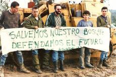 Acción realizada por Agaden en los años ochenta contra la destrucción forestal en la provincia de Cádiz (foto: Agaden).