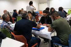 Varios grupos de trabajo debaten en la reunión de ganaderos convocada por Ecologistas en Acción en Valladolid (foto: Ecologistas en Acción).