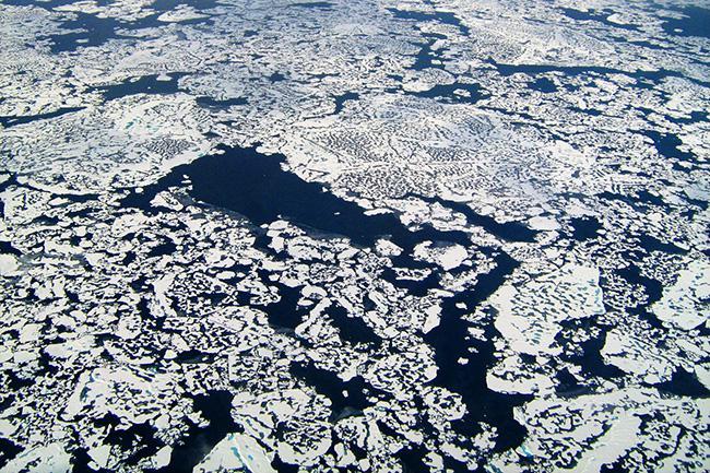 Fotografía aérea de un paisaje ártico (foto: NASA).