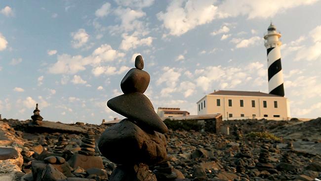 Piedra: la comunión con la naturaleza y su deterioro en un mismo acto