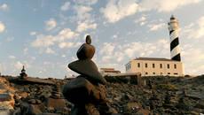 Acumulaciones artificiales de piedra en el cabo de Favàritx (Menorca). Foto: Lalo García.