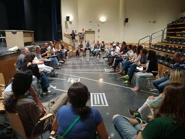 Un momento de la reunión celebrada el pasado 28 de agosto en Avilés (Asturias) en defensa del lobo (foto: Coordinadora Ecoloxista d'Asturies).