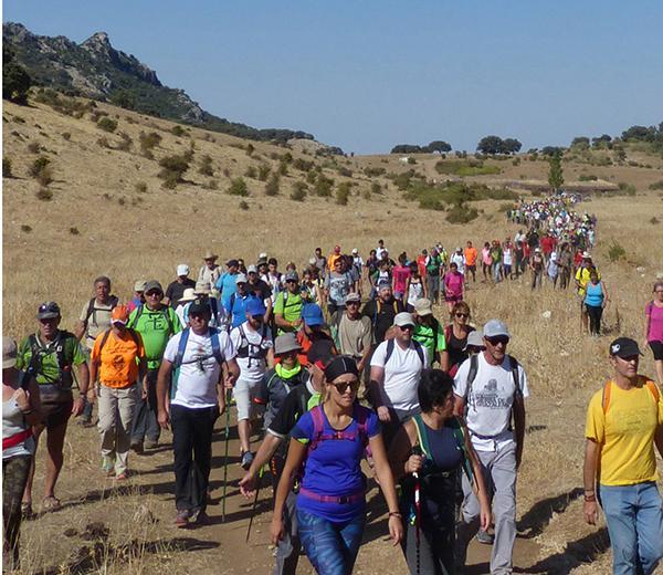 Algunos de los participantes en la marcha en favor de los caminos púbicos de la Sierra de Cádiz. (foto: Ecologistas en Acción Sierra de Cádiz).