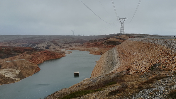 Panorámica de la presa del río Villafría, en el alto Valdavia, al norte de la provincia de Palencia (foto: Ríos con Vida).