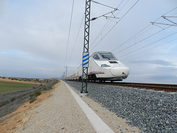 Tren de alta velocidad de la línea Madrid-Levante (foto: TEG-UAM/SECIM).