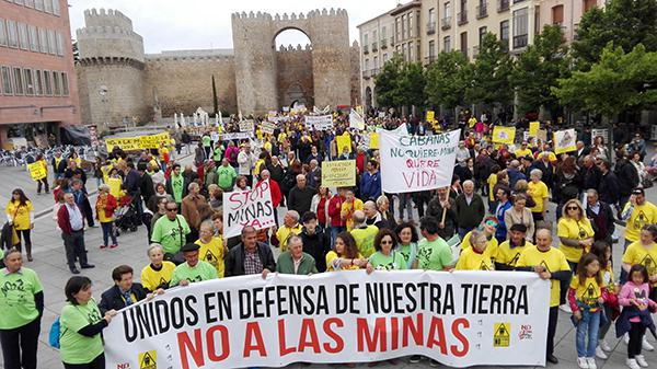 Manifestación en Ávila celebrada el 13 de mayo de 2017 contra los proyectos mineros (foto: Vicente García).