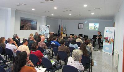 Ponencia de Marina Guerrero sobre la colonia de vencejo común de la Alhambra de Granada (foto: Nicolás Megías).