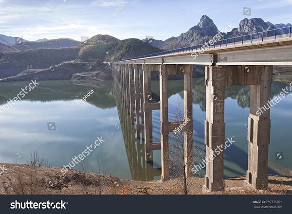 Embalse de Riaño, en el norte de la provincia de León (foto: plg photo / Shutterstock).
