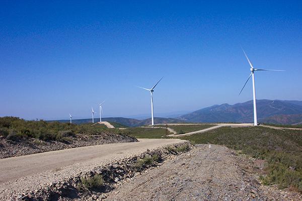 Parque eólico construido en una zona de urogallo de la provincia de León (foto: Seo/birdLife).