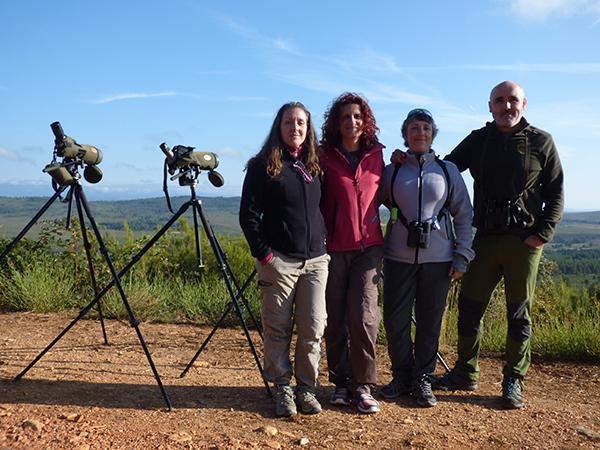 En tercer lugar por la izquierda, Patricia Orejas, agraciada con el sorteo de Quercus y Llobu, acompañada de dos amigas y de Javier Talegón, en la Sierra de la Culebra (Zamora).