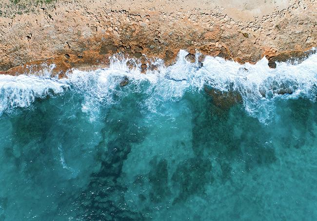 Tramo litoral de la isla de Mallorca fotografiado desde un dron (foto: Fernando Mat / Shutterstock).