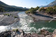 El Viosa, en el suroeste de Albania, es uno de los últimos ríos salvajes de Europa (foto: ollirg / Shutterstock).