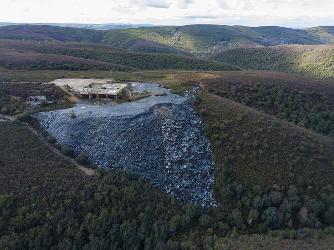 Escombrera en una mina de pizarra en Flechas (Zamora), en la Sierra de la Culebra.