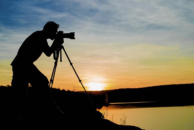 Fotógrafo de la naturaleza en acción (foto: GNT Studio / Shutterstock).