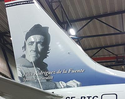 Uno de los aviones de Norwegian que lucen la imagen de Félix Rodríguez de la Fuente en su timón de cola (foto: Norwegian).