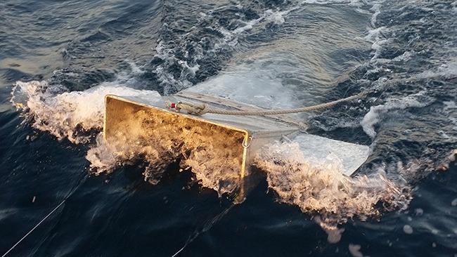 Muestreo de plásticos realizado en el Canal de Menorca (foto: SOCIB).