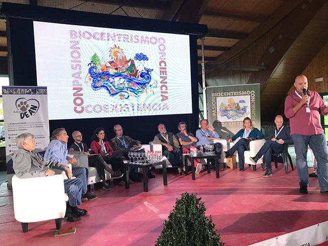 Torrelavega acogió una jornada de debate entre ecologistas y animalistas