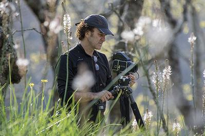 Francisco Márquez durante una jornada de trabajo de campo en una dehesa extremeña (foto: Jesús Rodríguez).
