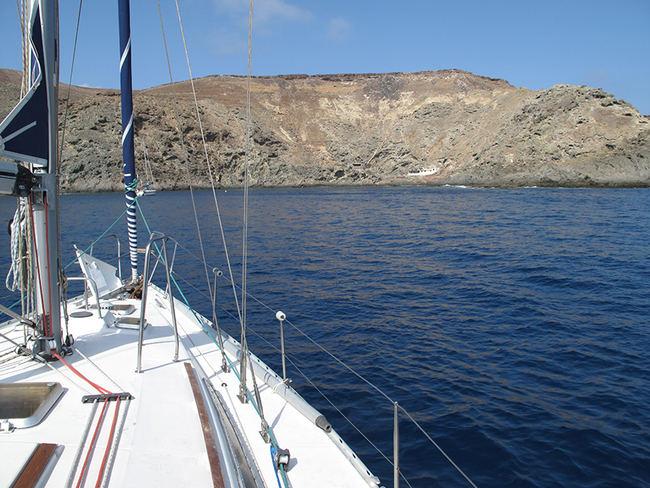 Costa sur de Salvaje Grande, una de las islas del archipiélago portugués de las Salvajes (foto: Juan José Ramos).