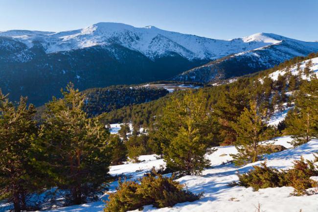Panorámica de la Cuerda Larga, en la Sierra de Guadarrama (foto: José Ramiro Laguna / Shutterstock).
