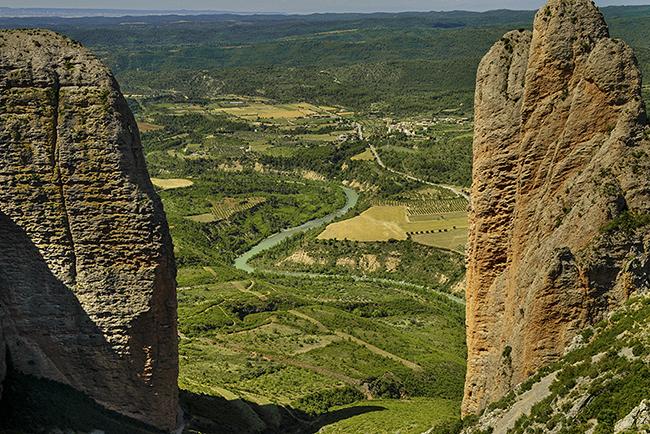 Tramo del río Gállego visto desde los Mallos de Riglos (Huesca), en el entorno de la zona que iba a inundar el embalse de Biscarrués