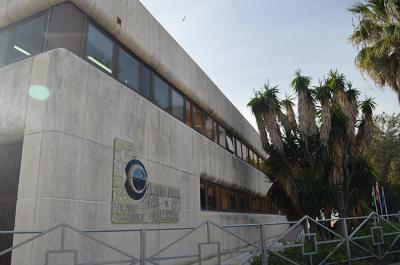 Edificio del Centro Oceanográfico de Málaga, ubicado en el Puerto Pesquero de Fuengirola