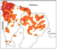 Mapa predictivo de riesgo de ataque de oso en Cataluña. En naranja, riesgo medio; en rojo, riesgo alto.